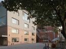 Schulhof mit Gebäude 2 (Foto von http://www.zabel-partner.com)